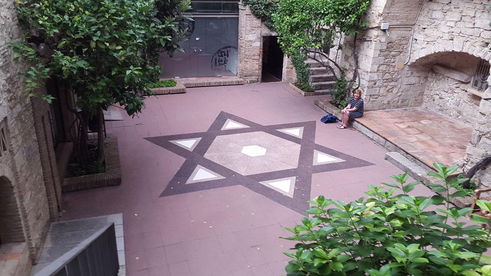 jewish museum courtyard