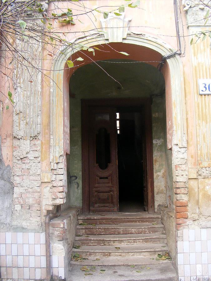 Pereyaslavska street door
